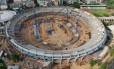Vista aérea do estádio do Maracanã durante obras para a Copa de 2014