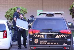 Polícia Federal faz operação de busca e apreensão em apartamento do ex-tesoureiro do PT Paulo Ferreira Foto: Jorge William / O Globo