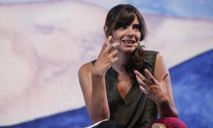Valeria Luiselli em sua participação na Flip 2016 Foto: Alexandre Cassiano / Agência O Globo