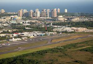 Vista aérea do Aeroporto de Jacarepaguá Foto: Márcio Alves / Agência O Globo