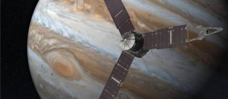 A sonda Juno realizará uma série de 37 sobrevoos em torno de Júpiter Foto: Nasa
