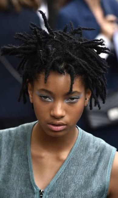 Willow, de apenas 15 anos, é uma das musas do estilista Karl Lagerfeld Zacharie Scheurer / AP
