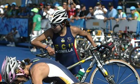 Triatlo: transição da natação para a bicicleta é um momento crucial na modalidade Foto: Guilherme Pinto / Agência O Globo