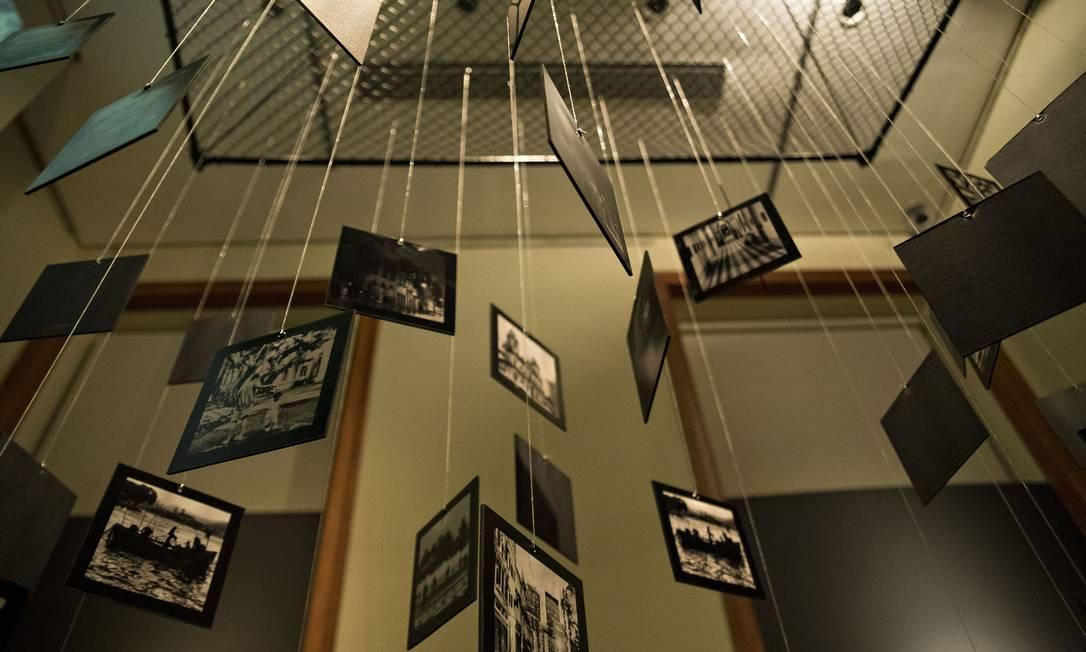 O móbile da primeira sala da exposição Jardins Suspensos Lê Fernands. / Divulgação/Lê Fernandes