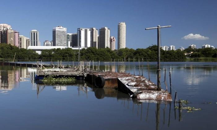 Ecobarreira abandonada na Lagoa da Tijuca Foto: Gabriel de Paiva / Agência O Globo / 1-5-2016