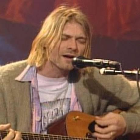 Kurt Cobain e seu violão no 'MTV Unplugged' do Nirvana Foto: Reprodução