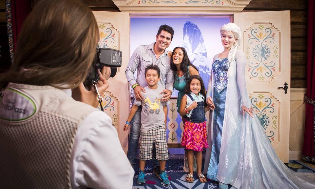 """No Royal Sommerhus, no pavilhão da Noruega do Epcot, visitantes podem tirar fotos com personagens de """"Frozen"""". Atração inspirada no desenho é a principal novidade do Walt Disney World para 2016 Foto: Ryan Wendler / Disney Parks"""