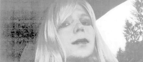Chelsea Manning posa para foto como mulher após ter iniciado processo para transição de sexo na cadeia Foto: AP