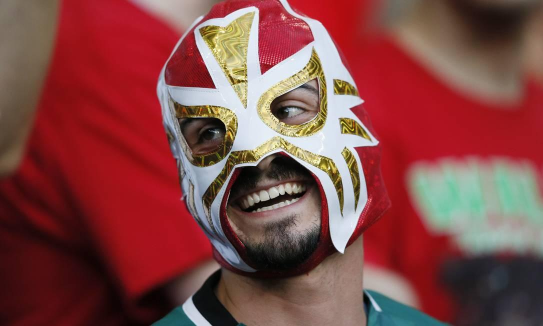 O português mascarado, ao estilo de lutador mexicano Robert Pratta / REUTERS
