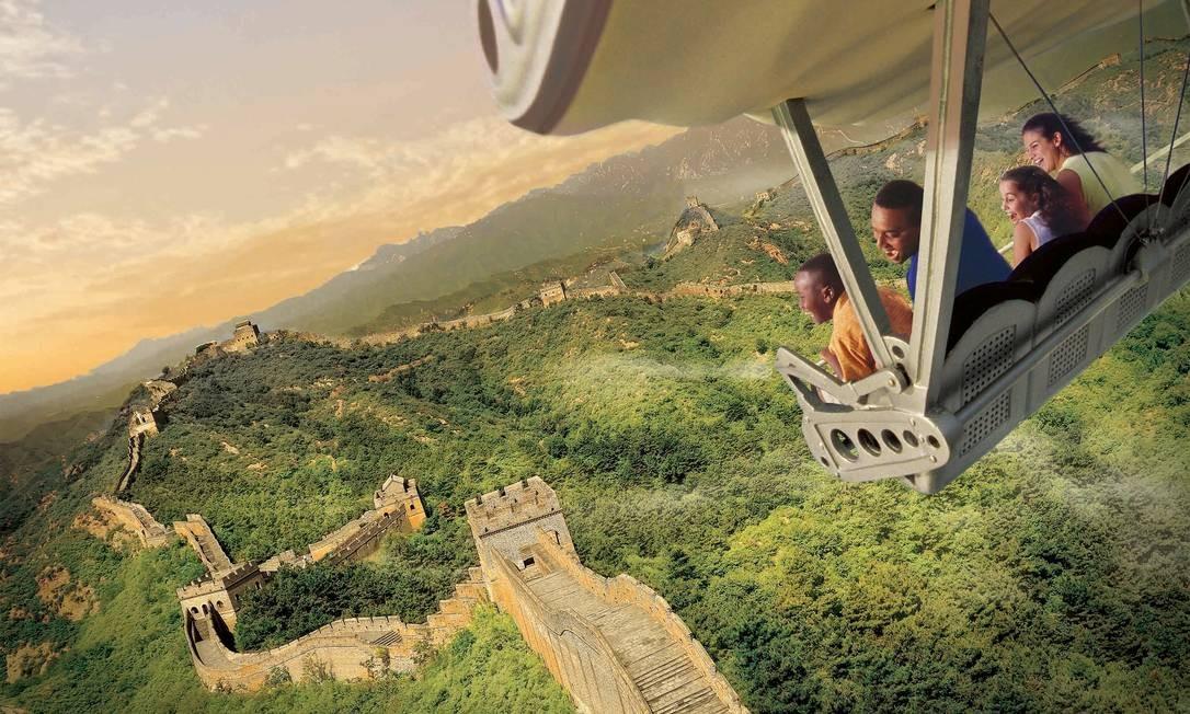 Também no Epcot, o clássico Soarin' reabre, agora sobrevoando paisagens de todo o mundo, como a Grande Muralha da China Foto: Disney Parks / Divulgação