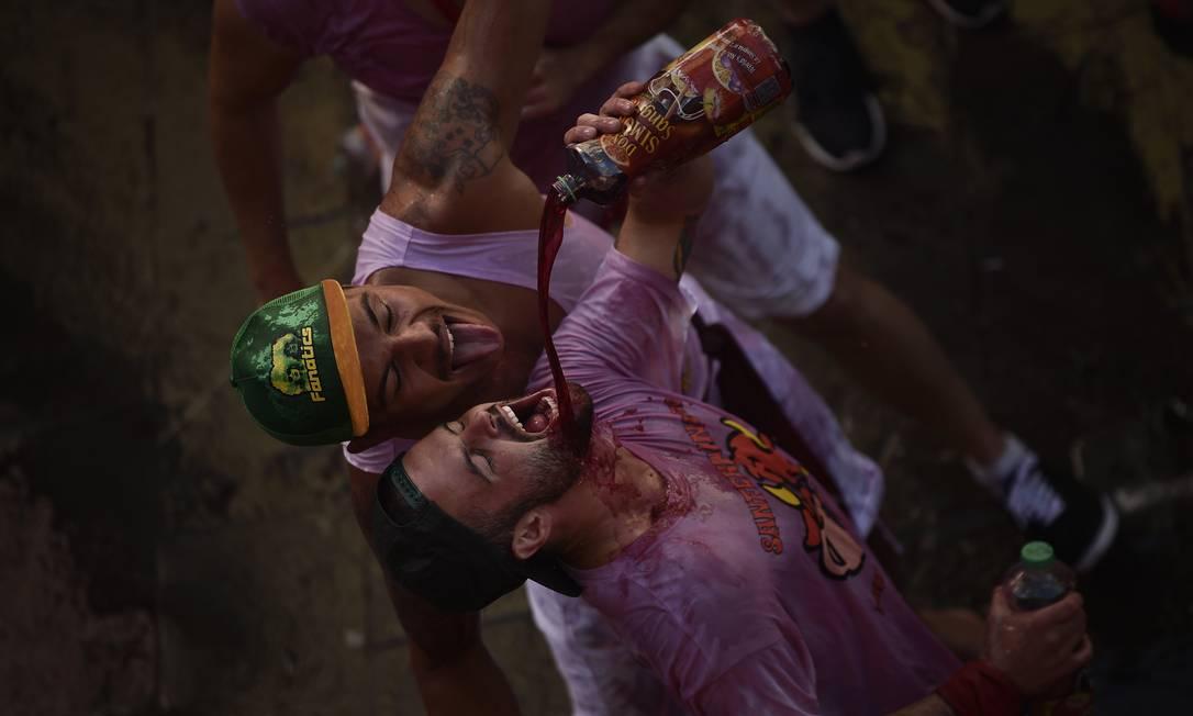 A festa dura oito dias e várias corridas de touros são realizadas pelas ruas da cidade Alvaro Barrientos / AP
