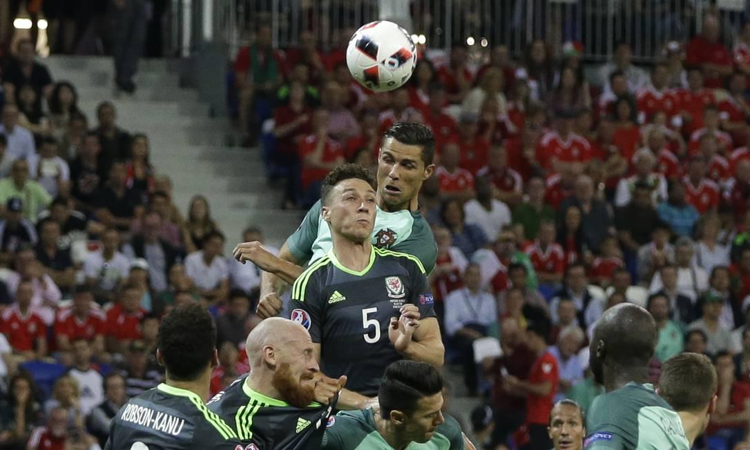 Nani marcou o segundo gol de Portugal na semifinal contra País de Gales: vitória portuguesa em Lyon Thanassis Stavrakis / AP