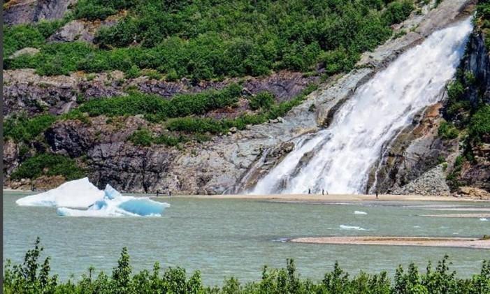 Mendenhall Glacier - Alasca Foto: @roteirosdaterra / Instagram