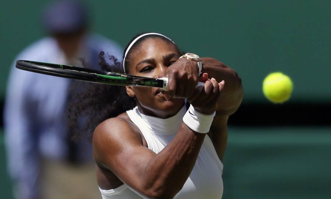 A tenista americana Serena Williams, enfrenta Elena Vesnina, da Rússia, no décimo primeiro dia do Torneio de Wimbledon Tim Ireland / AP