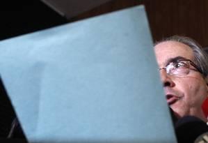 O deputado Eduardo Cunha ao ler a carta da sua esperada renúncia da presidência da Câmara: poucos aliados e um momento de rara demonstração de emoção, ao final, quando o peemedebista falou da mulher e da filha Foto: Givaldo Barbosa / 7-7-2016