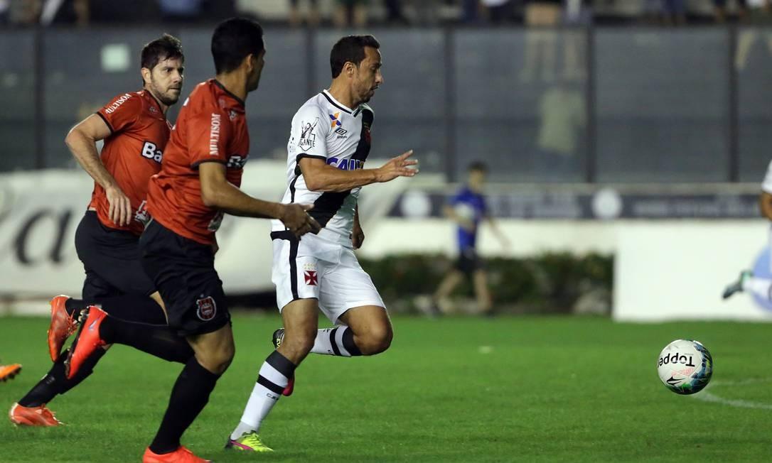 Nenê dispara para fazer 1 a 0 para o Vasco, em São Januário, contra o Brasil de Pelotas Rafael Moraes
