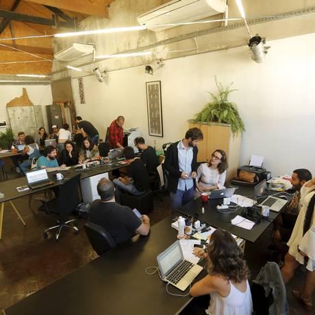 Rede empreendedora. Instalada na Zona Portuária do Rio, a Goma reúne profissionais de 35 empresas Foto: Agência O Globo / Gabriel de Paiva