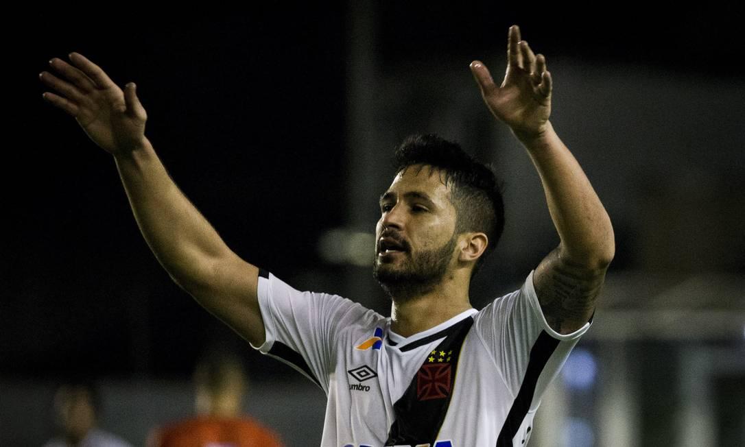 Após passe de Nenê, Luan fez o segundo gol vascaíno Guito Moreto