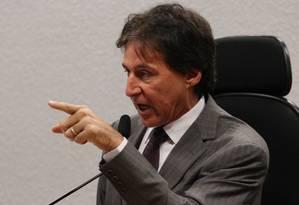 O senador Eunício de Oliveira Foto: André Coelho / Agência O Globo