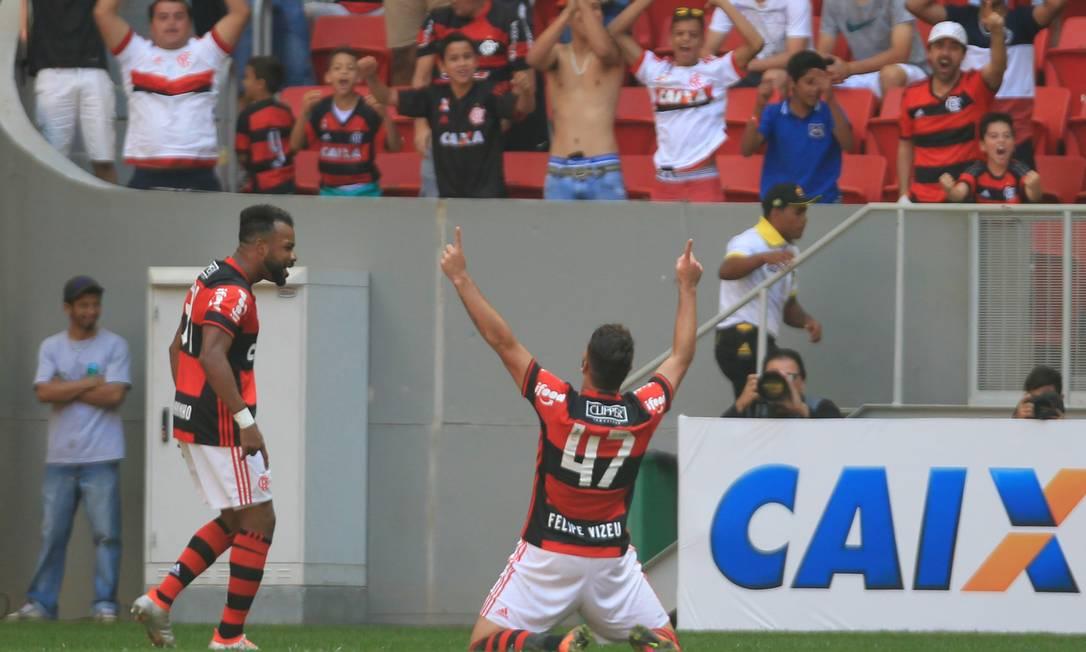 Felipe Vizeu (47) comemora o gol que marcou para o Flamengo sobre o Atlético-MG logo no início do jogo no Estádio Mané Garrincha, em Brasília Jorge William / Agência O Globo