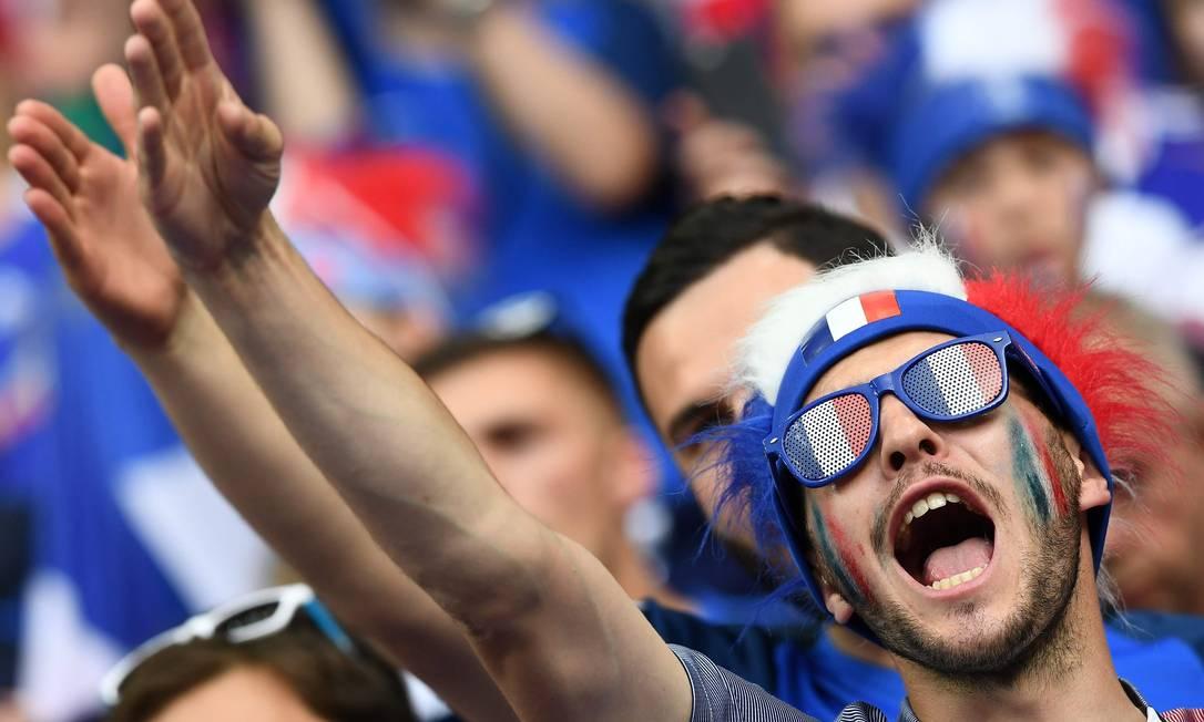 No grito e no gesto, a confiança do torcedor da França na decisão da Eurocopa FRANCK FIFE / AFP