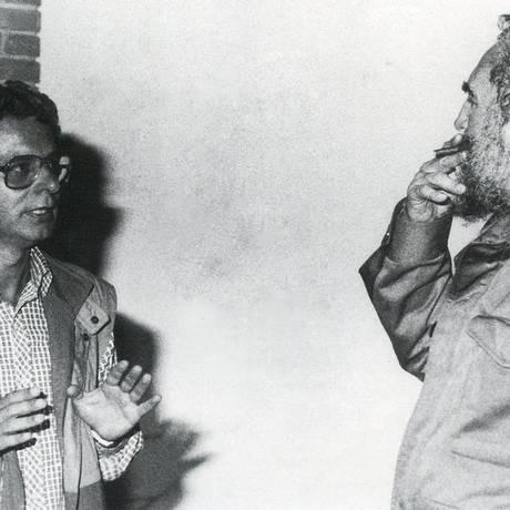 Frei Betto conversa com Fidel em 1985: líder cubano revelou detalhes sobre sua formação religiosa Foto: Divulgação