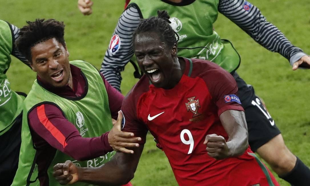 Éder comemora o gol do título português CHRISTIAN HARTMANN / REUTERS