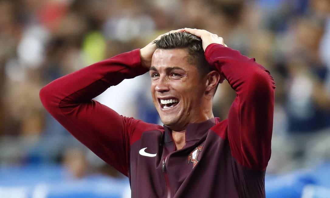 A emoção de Cristiano Ronaldo após o gol de Éder Kai Pfaffenbach / REUTERS