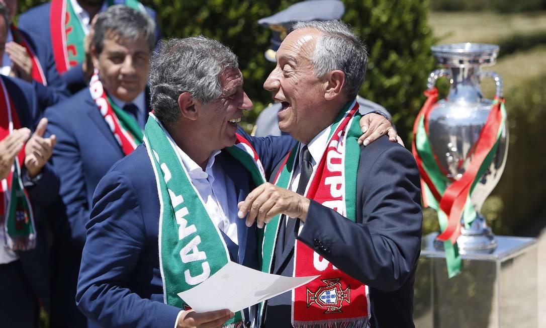 O presidente Marcelo Rebelo de Sousa com o técnico Fernando Santos STRINGER / REUTERS
