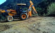 Retroescavadeira da prefeitura em Área de Proteção Ambiental no Alto da Boa Vista Foto: Leitor Rafael Vargas Marques / Eu-repórter