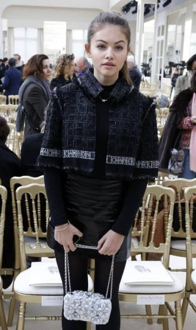 Com 15 anos, Thylane Blondeau já tem uma carreira de onze anos como modelo (sim, ela começou a trabalhar aos 4). Filha de jogador de futebol e com quase 500 mil seguidores no Instagram, a francesa é figurinha fácil na fila A de desfiles da Chanel FRANCOIS GUILLOT / AFP