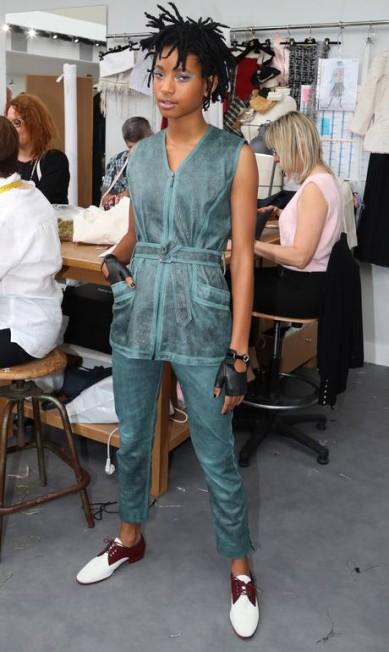 Não basta a juventude e a riqueza: cada vez mais adolescentes como Willow Smith, de 15 anos, mostram a sua força na indústria da moda. Filha de Will Smith, a moça já é embaixadora da Chanel. Thibault Camus / AP