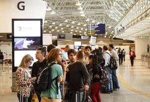 Nova realidade. Galeão: concessionárias sentiram efeito da crise e da queda do número de voos Foto: Fernando Lemos / O Globo