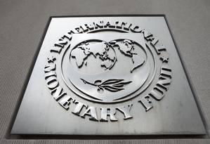 Logo do FMI na sede da entidade, em Washington (EUA) Foto: Andrew Harrer / Bloomberg