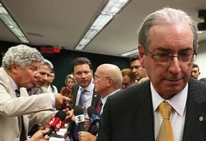 O deputado afastado Eduardo Cunha (PMDB-RJ) deixa a reunião da CCJ após o presidente da comissão adiar a sessão Foto: Jorge William / Agência O Globo / 13-7-2016