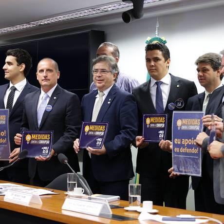 Deputados da comissão que vai discutir o pacote de dez medidas contra a corrupção Foto: Cleia Viana / Câmara dos Deputados
