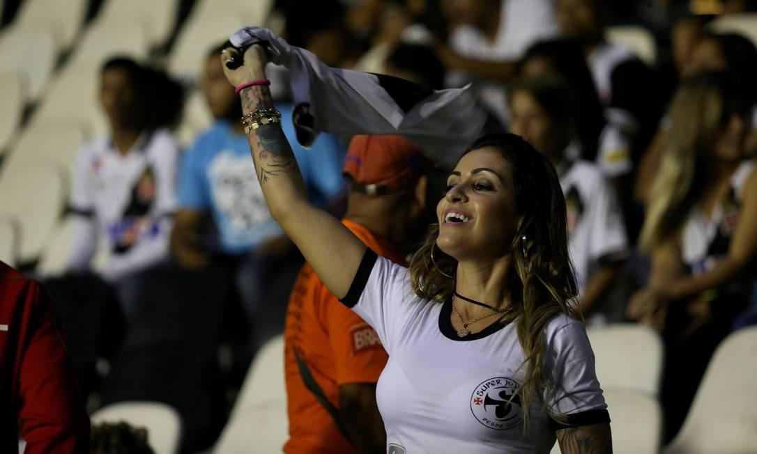 Torcedora do Vasco esbanjando charme em São Januário Marcelo Theobald / Agência O Globo