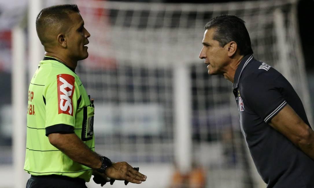 Jorginho argumenta com o árbitro Joelson Nazareno Marcelo Theobald / Agência O Globo