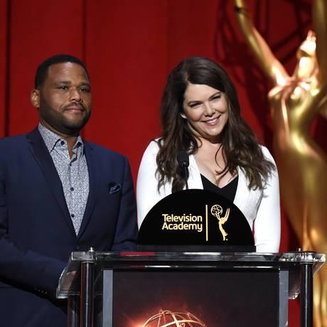 Anthony Anderson e Lauren Graham participaram do anúncio das nomeações do Emmy Foto: Chris Pizzello / Chris Pizzello/Invision/AP