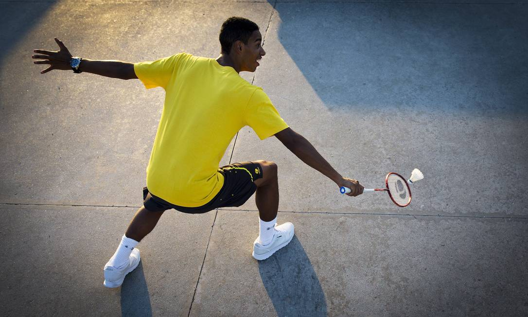 """Ygor Coelho pegou pela primeira vez numa raquete de badminton aos 3 anos: """"A gente jogava descalça, amarrava a peteca com linha de pipa"""", conta Guito Moreto / Agência O Globo"""