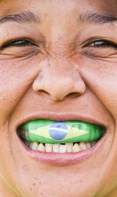 Proteção: boqueiras, ombreiras e chuteiras fazem parte dos apetrechos usados pelas atletas de rúgbi Pedro Kirilos / Agência O Globo