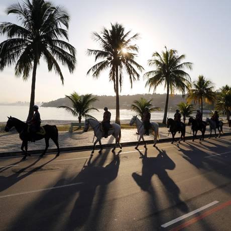 Oito cavalos são usados no reforço ao policiamento em São Francisco Foto: Fabio Rossi / Agência O Globo