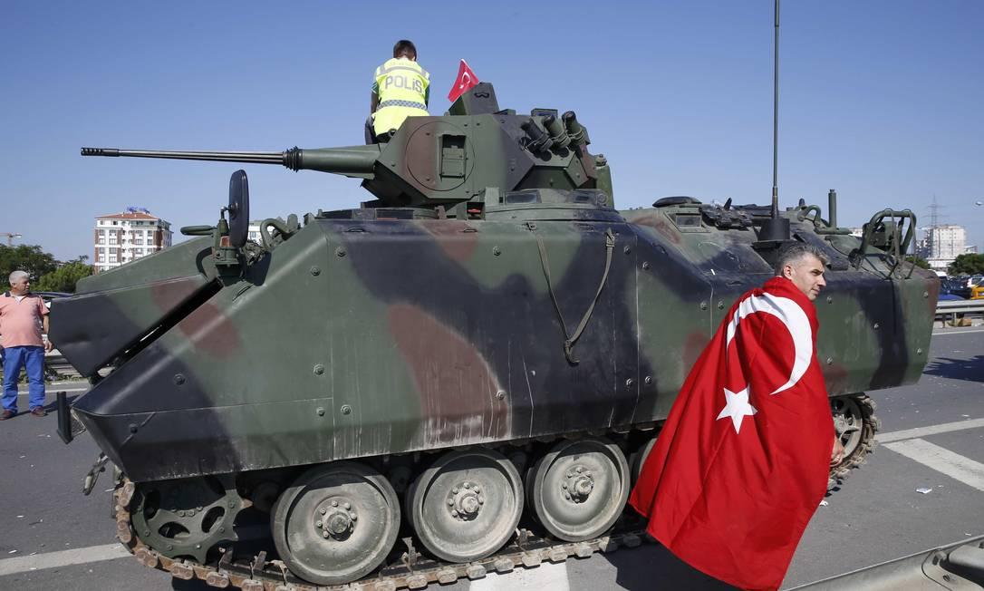 Militares tentam derrubar Erdogan em noite violenta em Ancara e Istambul; desfecho é incerto Foto: REUTERS