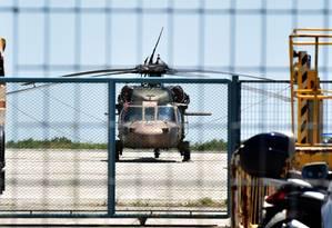 Helicóptero militar turco pousa no aeroporto de Alexandroupolis, na Grécia Foto: PANAGIOTA TSIKAKI / AFP