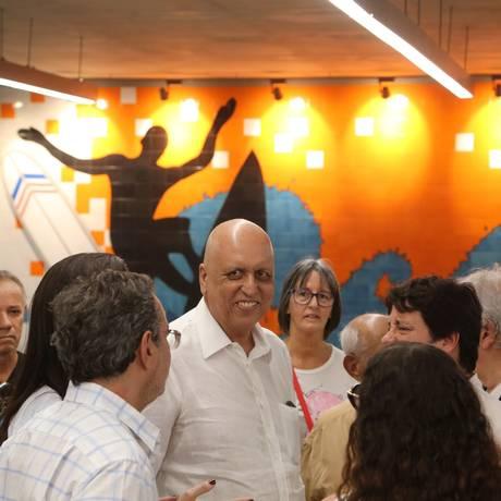 Governador licenciado Luiz Fernando Pezão esteve na abertura da praça Antero de Quintal Foto: Custódio Coimbra / Agência O Globo