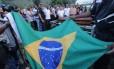 O enterro do sargento PM Wendel de Paula Lima, morto este mês por assaltantes na Baixada