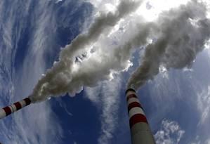 Fumaça sai de chaminés de usina movida a carvão na Europa Foto: PETER ANDREWS / REUTERS