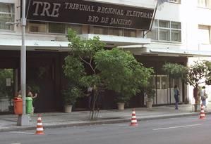 Prédio do Tribunal Regional Eleitoral (TRE) no centro do Rio Foto: Marizilda Cruppe/ Agência O Globo 14.03.2003