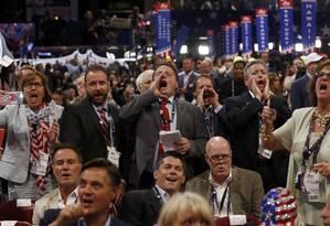 """Manobra frustrada. Membros da corrente """"Never Trump"""" vaiam decisão do Comitê Republicano de vetar votação sobre regras da convenção. Evento teve ausência de importantes nomes do partido Foto: JONATHAN ERNST/REUTERS"""