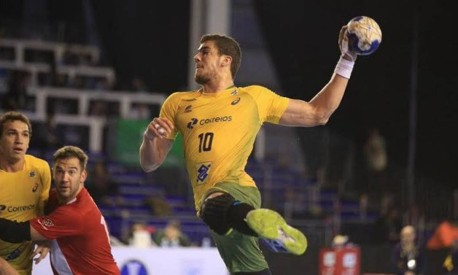 O segredo para marcar um gol no handebol está no um contra um Foto: Divulgação